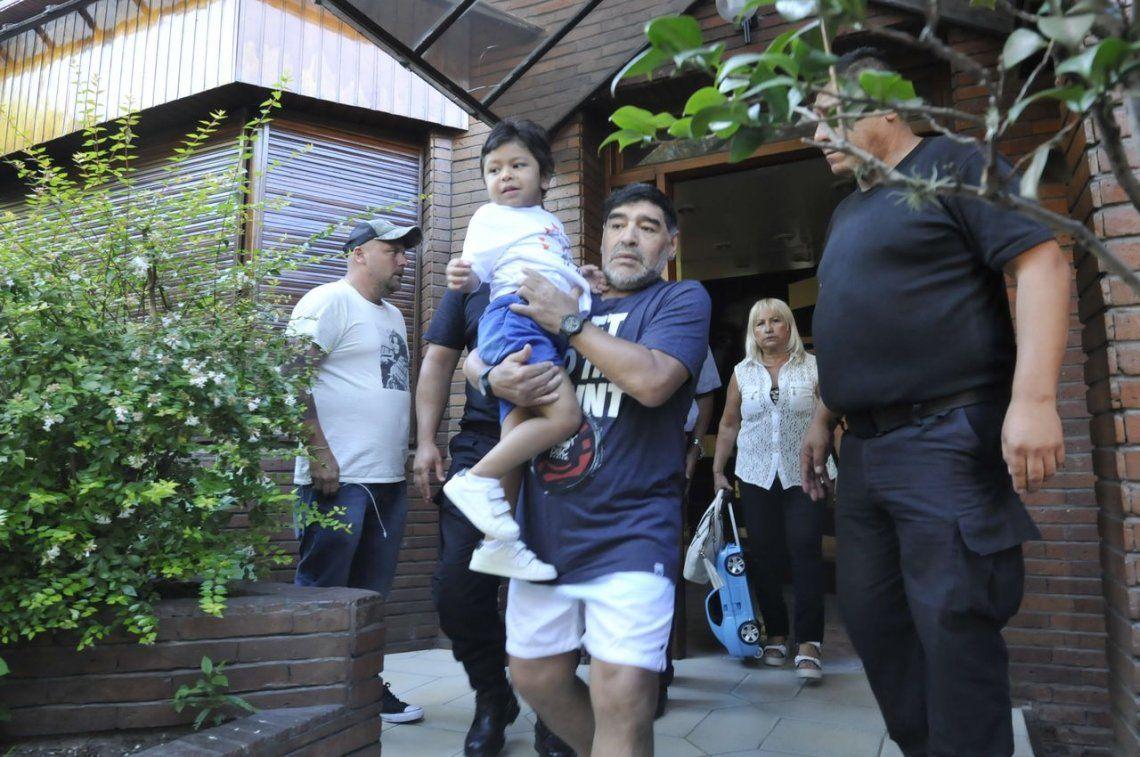 Maradona bajó un cambio en su idea de pelear la tenencia de Dieguito Fernando