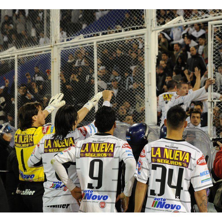 Vélez-All Boys fue suspendido por incidentes en las tribunas