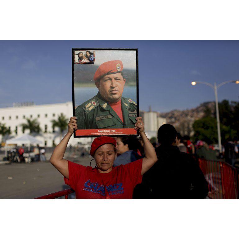 Advierten que no todos podrán ver a Chávez