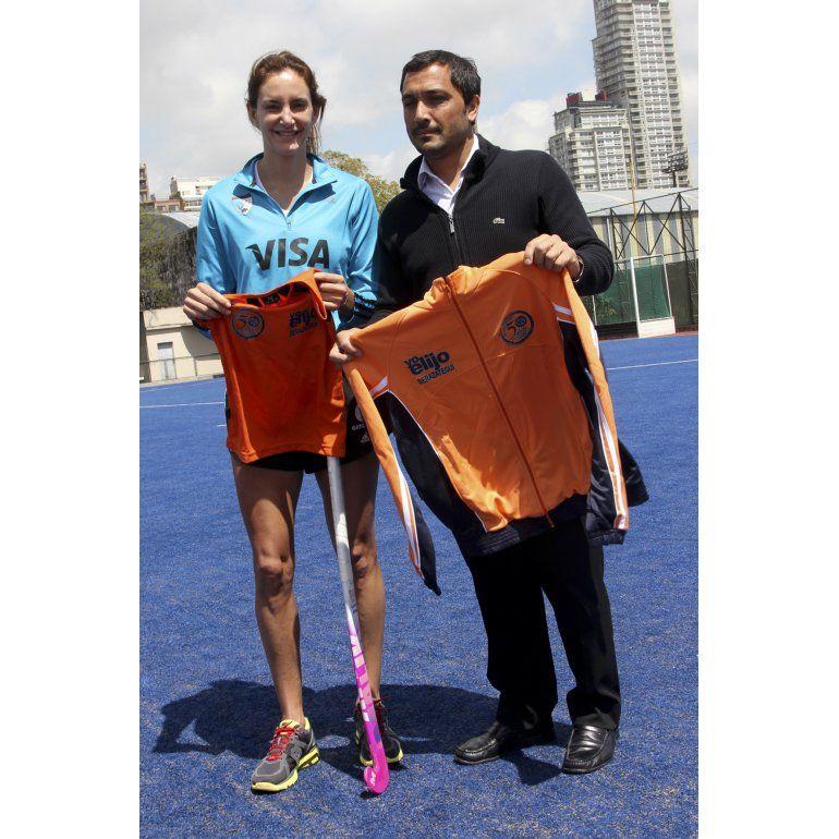 Luciana Aymar donó su palo de hockey a Berazategui