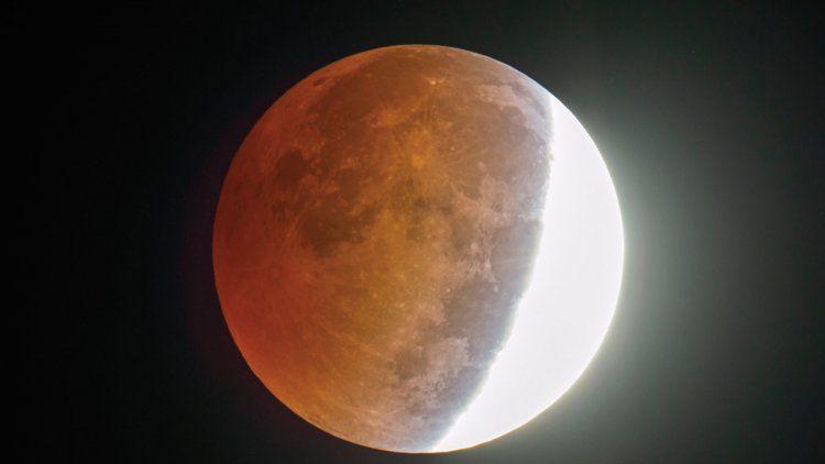 Video   Así se vio el eclipse lunar que oscureció el cielo