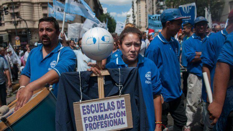 Más de 50 mil docentes se movilizaron al Ministerio de Educación