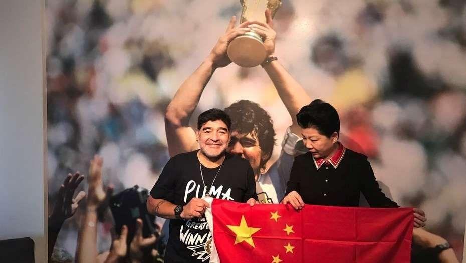 Diego Maradona firmó contrato y se va a China