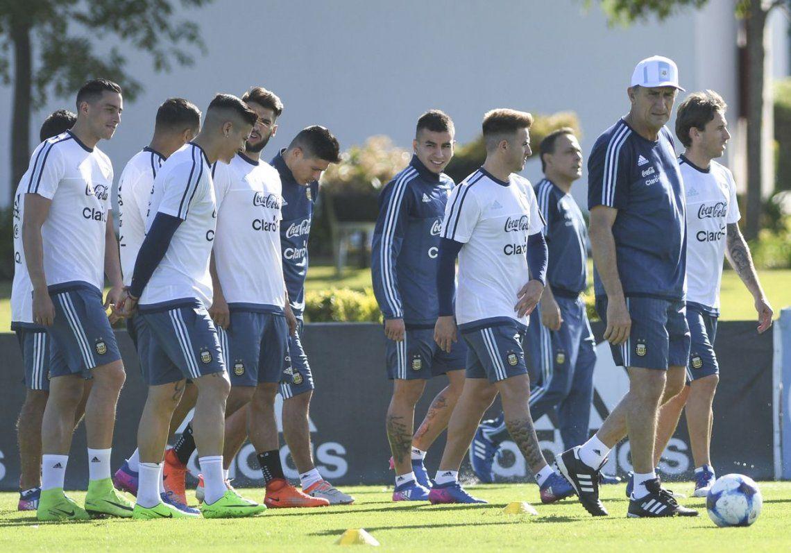 La Selección practicó de cara al duelo con Chile, con la baja de Zabaleta confirmada