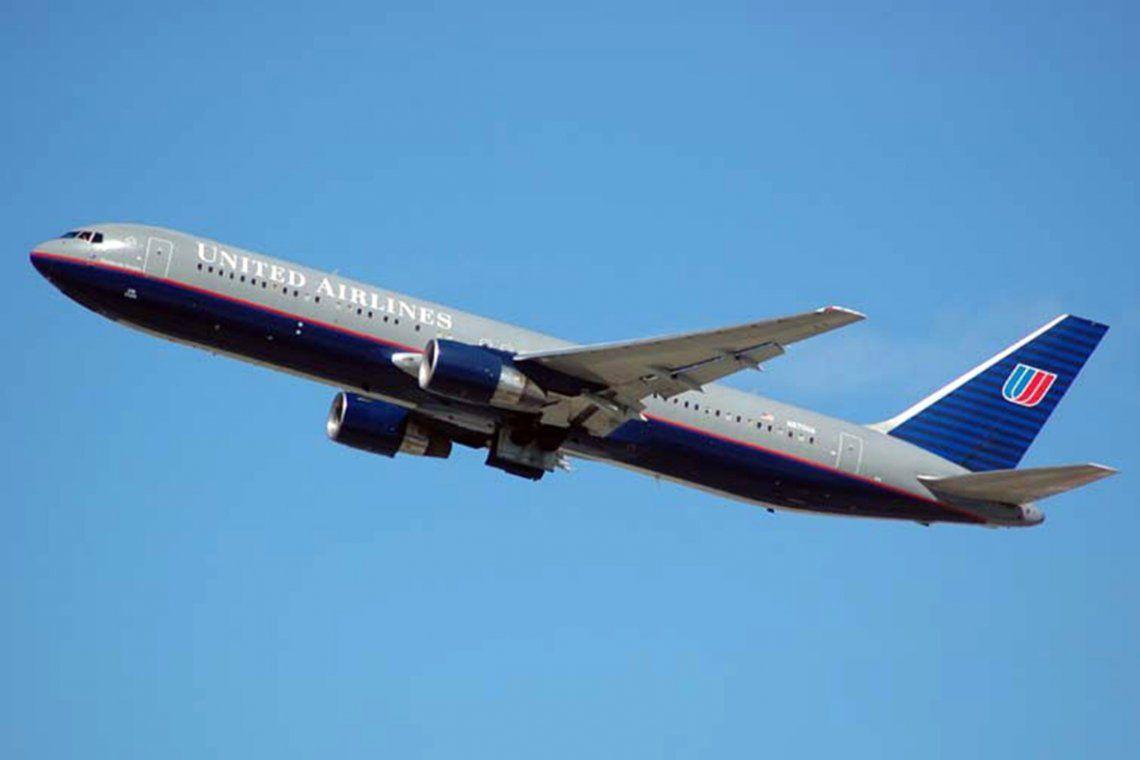 Estados Unidos: les prohíben ingresar al avión por usar calzas