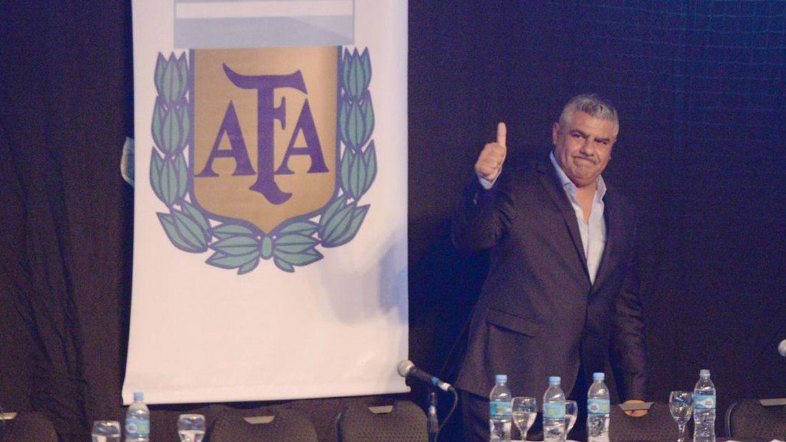 Sampaoli marca la agenda y Tapia muestra respaldo
