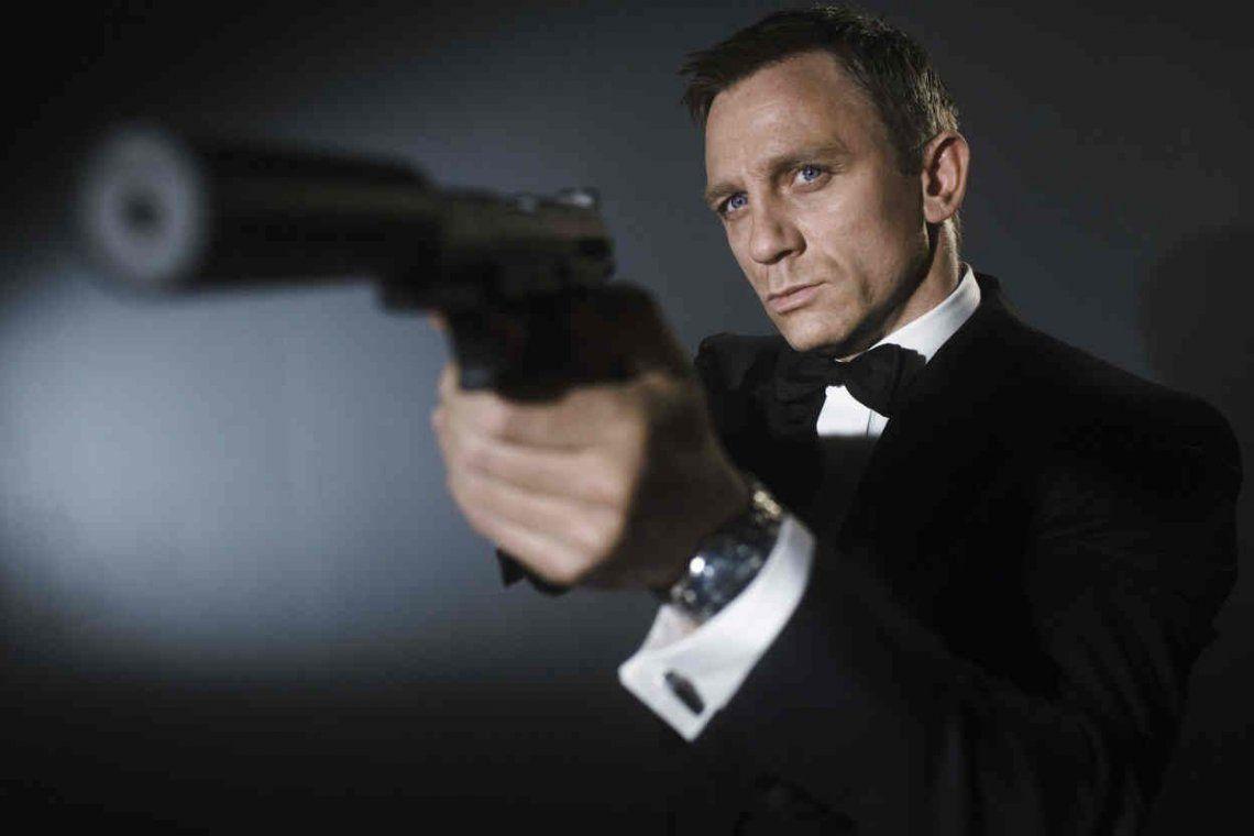James Bond vuelve a quedarse sin director