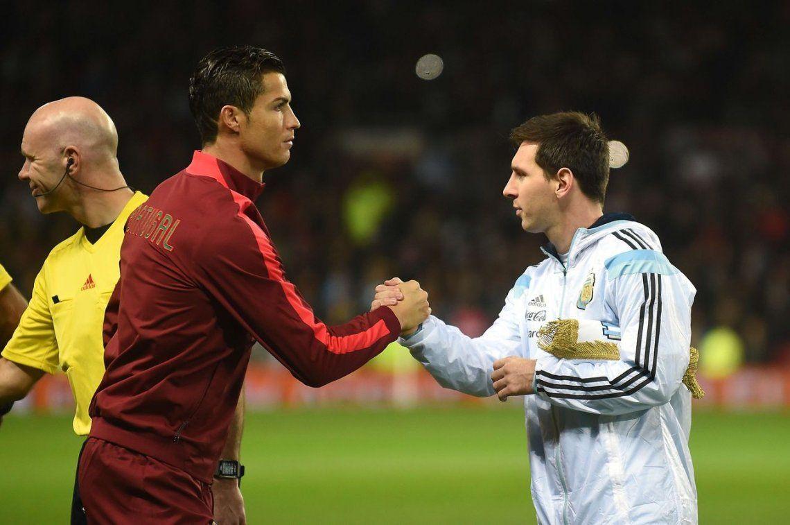El apasionado beso de Messi y Cristiano antes del Real Madrid-Barcelona
