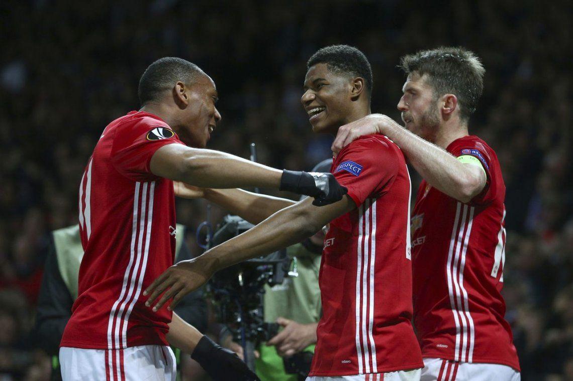 El United, con Romero y Rojo, clasificó en el alargue