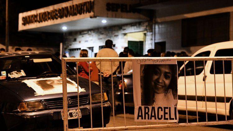Velan los restos de Araceli en San Martín