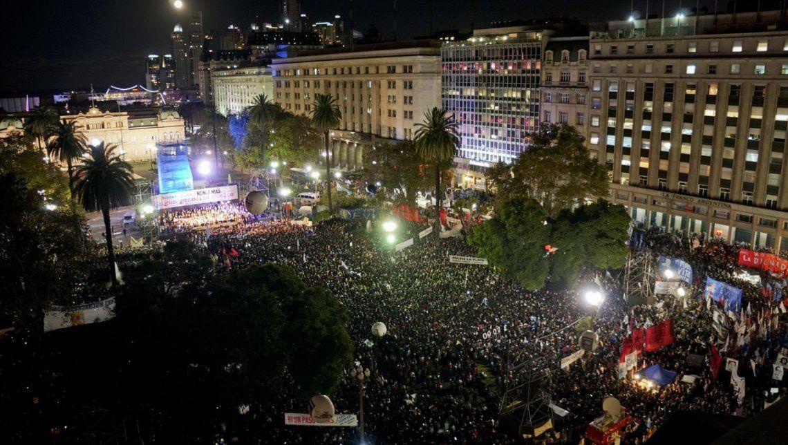 La Plaza de Mayo se colmó con una multitud fundida en un abrazo