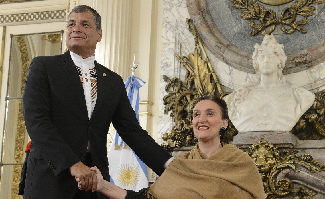 Correa jugó a dos puntas: visitó la Rosada y a Cristina