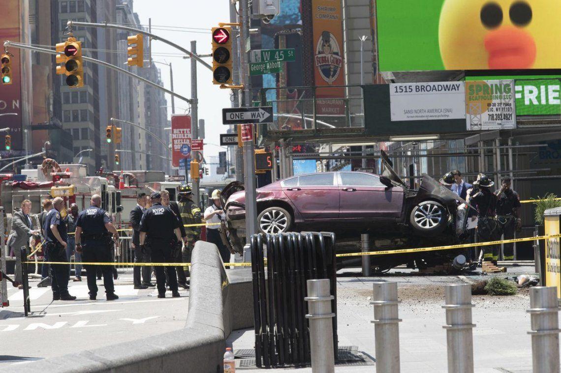 Un auto sin control atropelló a 23 personas en Nueva York: 1 muerto