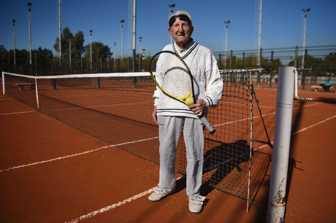 Sobrevivió al genocidio armenio y hoy juega tenis a los 100 años