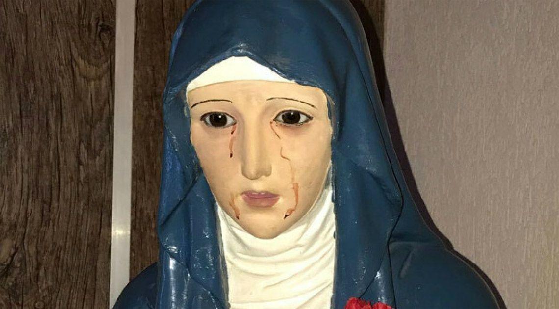 Aseguran que estatua de virgen llora sangre