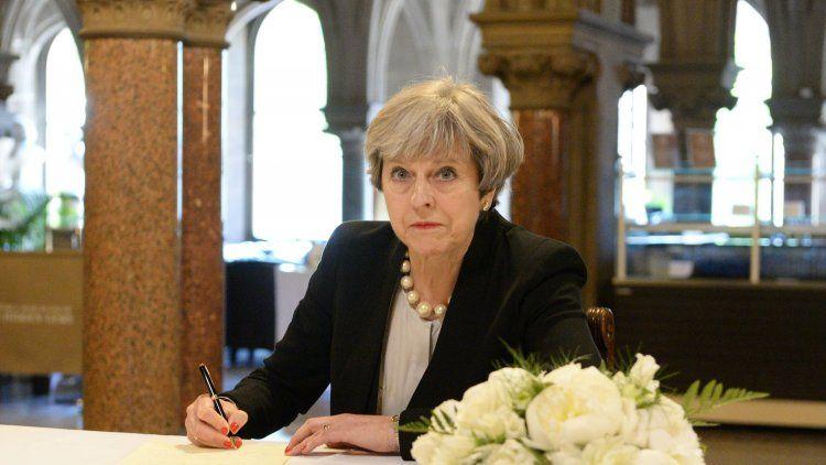 Reino Unido sube nivel de alerta terrorista y despliega militares