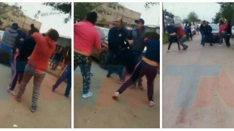 Video | Padres terminaron a las trompadas en la puerta de una escuela