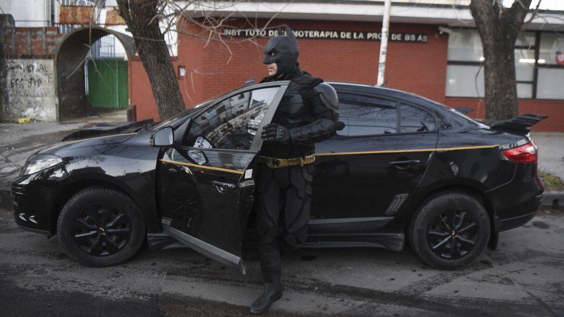 Declararon pasajero ilustre al Batman Solidario de la ciudad de La Plata