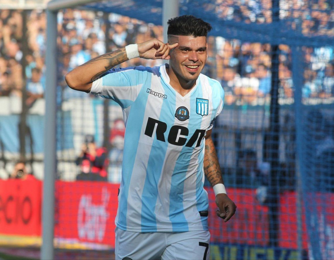 Racing mantuvo la base y cambió pocas figuritas