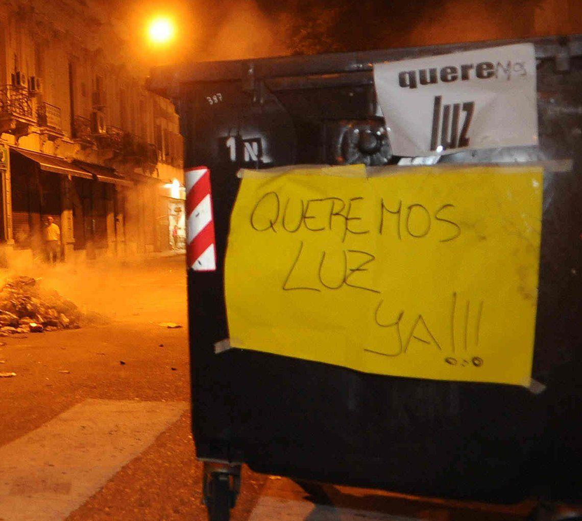 Vecinos de Monte Chingolo cortaron avenidas por falta de luz