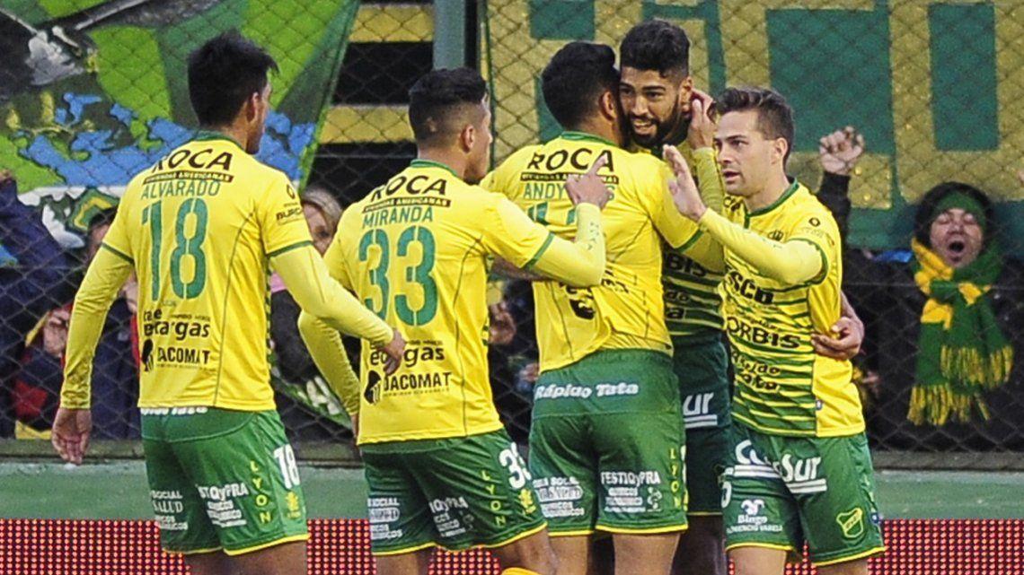 Defensa goleó a Atlético Tucumán y se metió en zona de Sudamericana