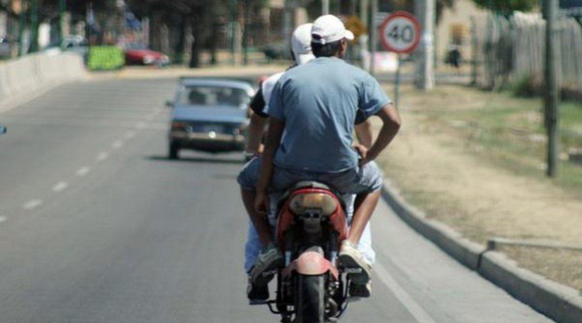 Lanús: detienen a tres motochorros que escapaban de un robo tras persecución