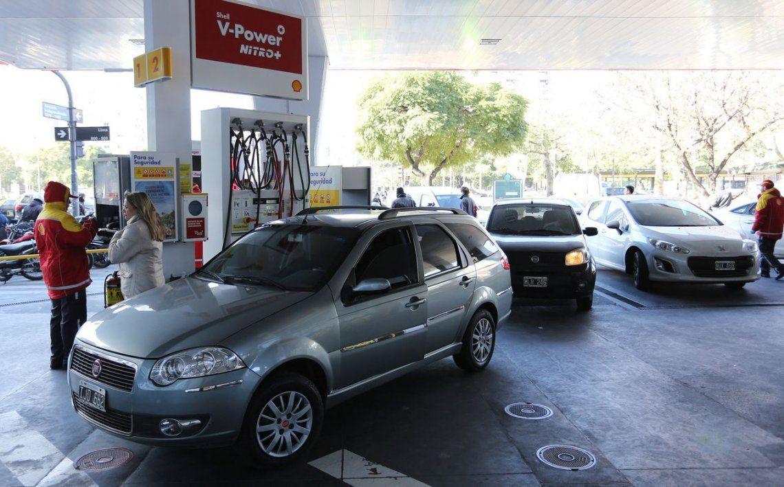 El Gobierno libera precios de combustible a partir de octubre