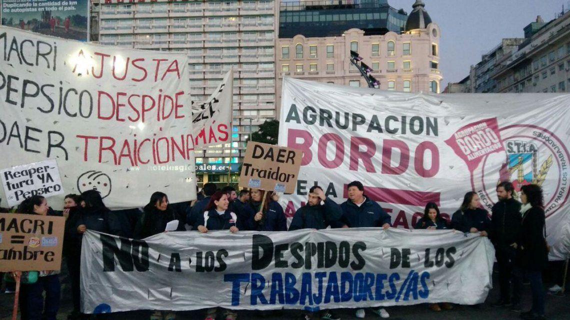 Trabajadores de PepsiCo cortaron la 9 de Julio en reclamo de sus empleos
