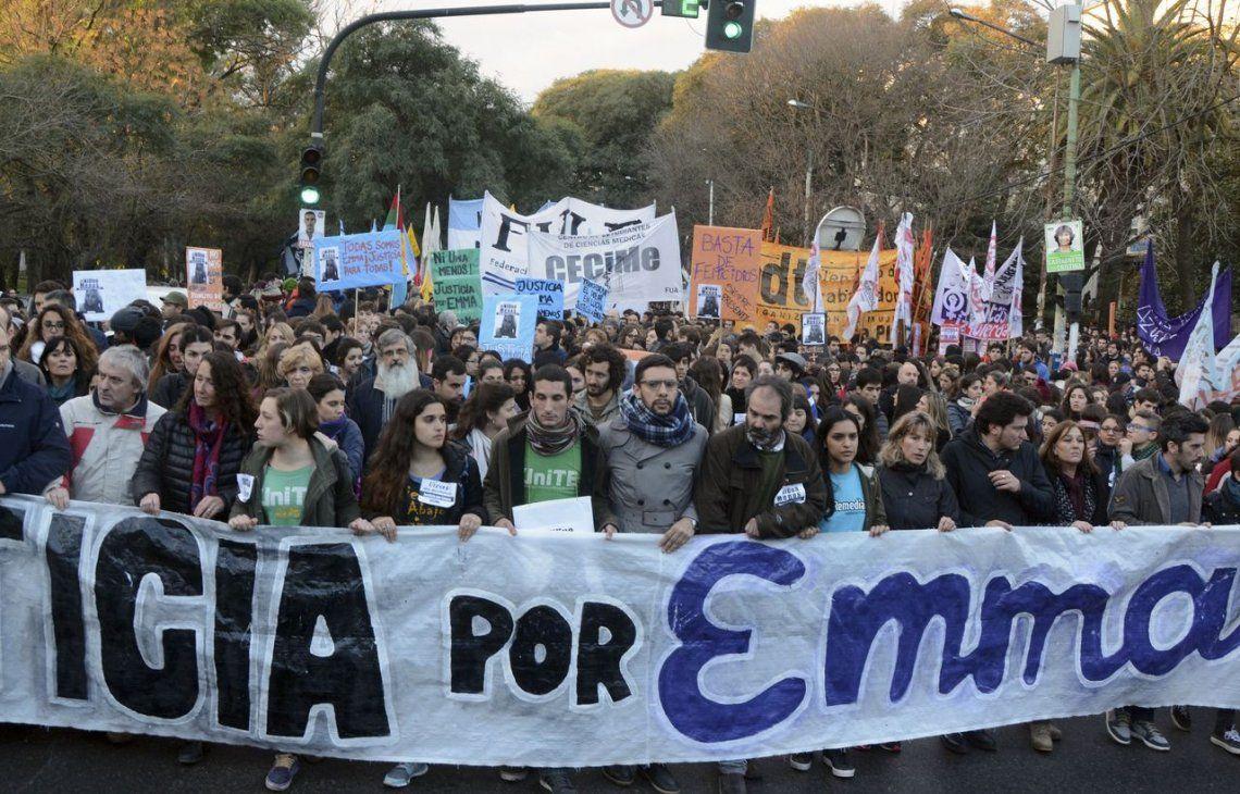La Plata: masiva marcha por el crimen de la estudiante de medicina