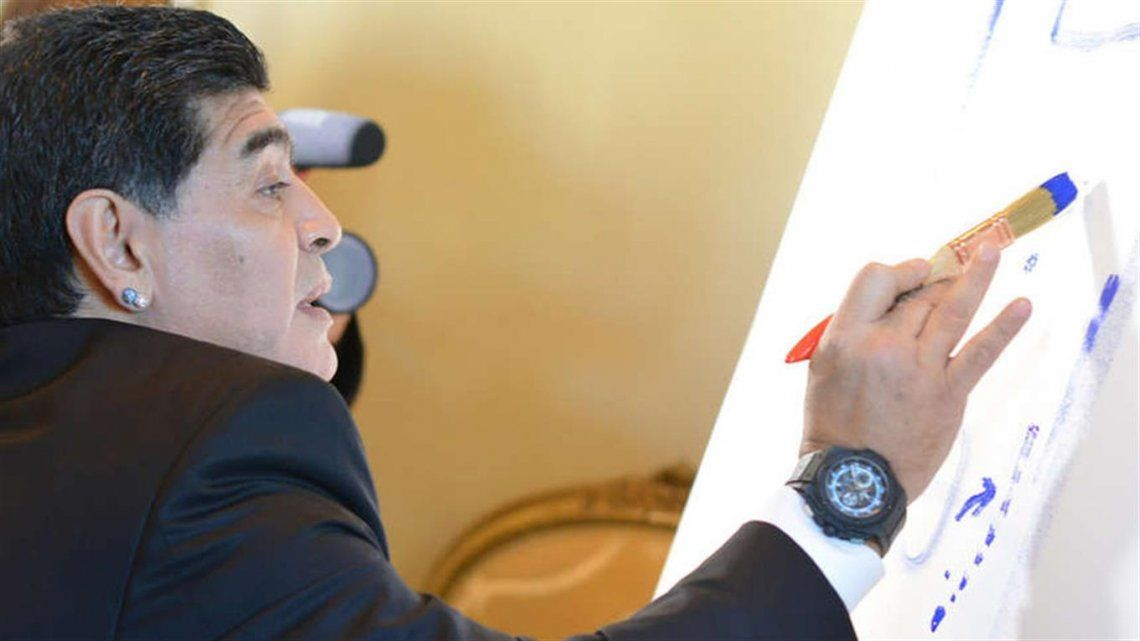 Una obra de arte: Maradona pintó en un lienzo su épico gol a los ingleses