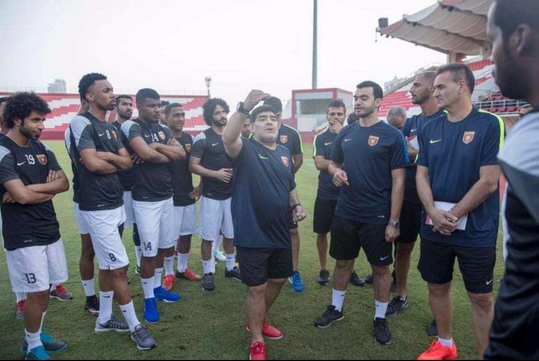 Maradona ya se puso el buzo de DT