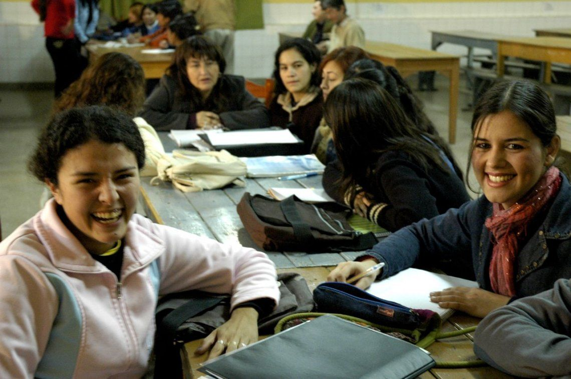 Ampliaron programa de becas educativas para secundarios