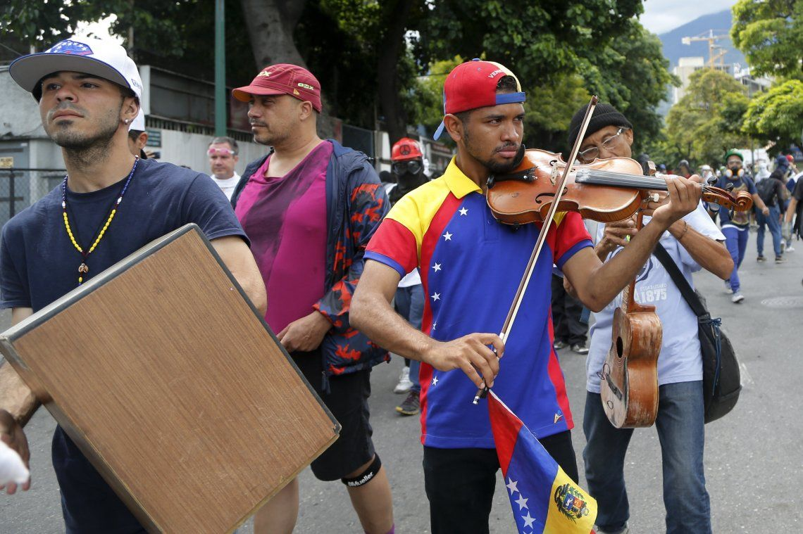 Maduro encerró al violinista de las manifestaciones en Venezuela