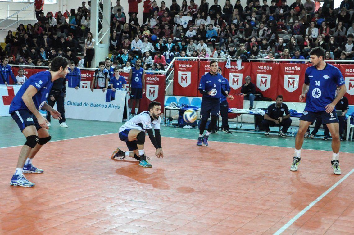 UAI Urquiza ganó en Morón y estiró la serie a un tercer partido