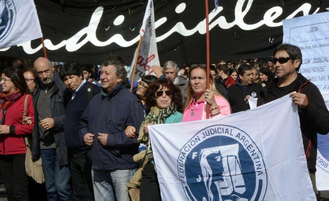 Judiciales bonaerenses paran dos días y se movilizan