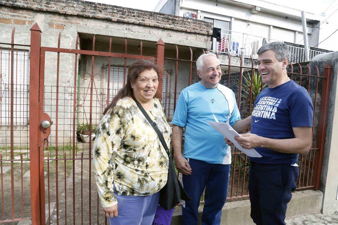 Zabaleta entregó escrituras de viviendas casa por casa