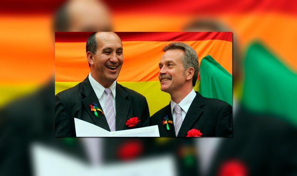 El Papa Francisco felicitó a una pareja gay y el Vaticano lo desmintió