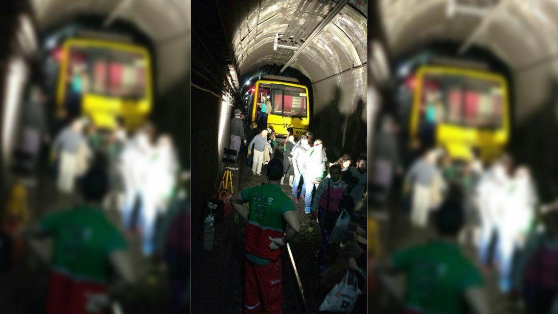 Un desperfecto técnico en la línea B obligó la evacuación de pasajeros