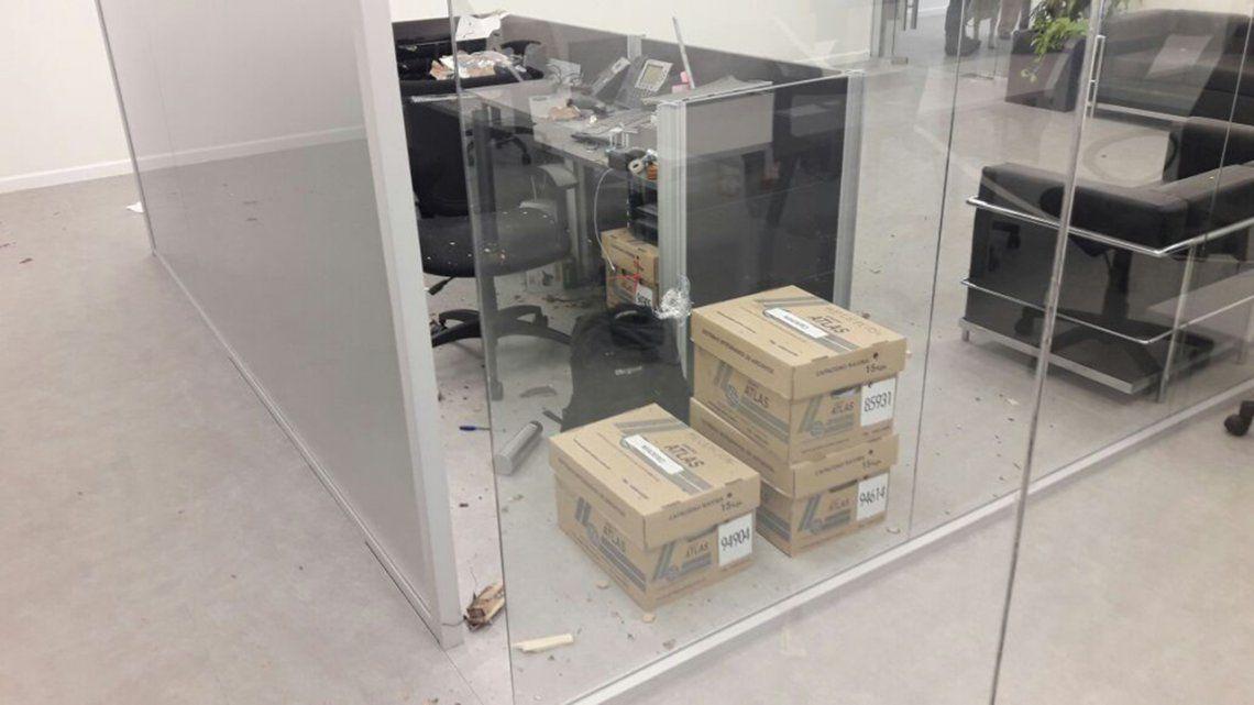 Fotos | Así quedó la oficina donde explotó el sobre bomba