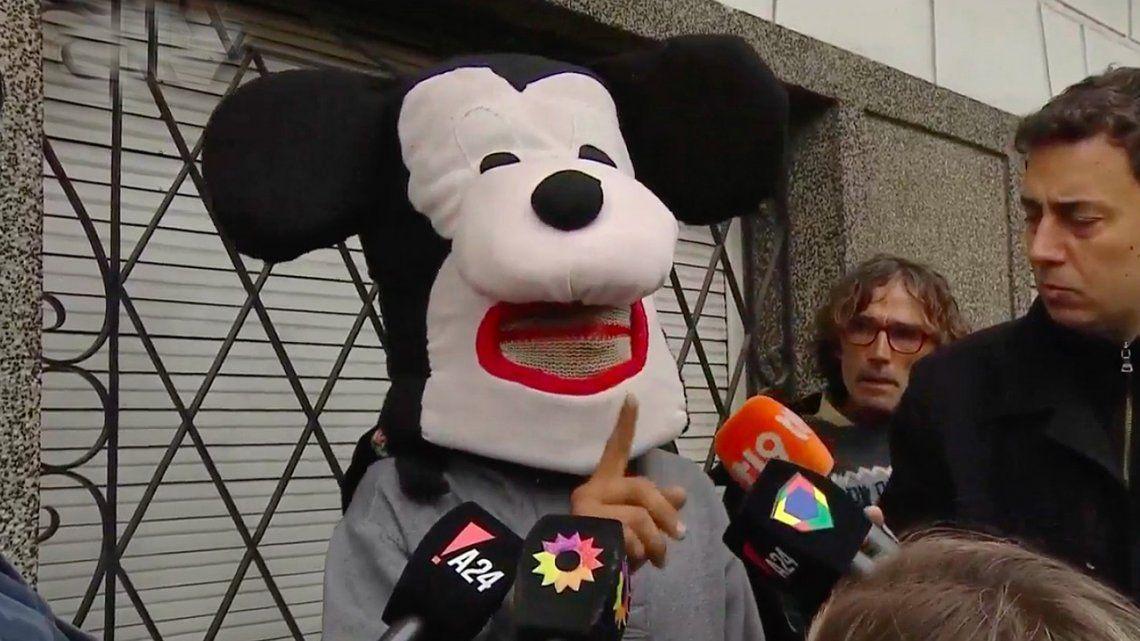 Acusado de usurpación se defendió disfrazado de Mickey