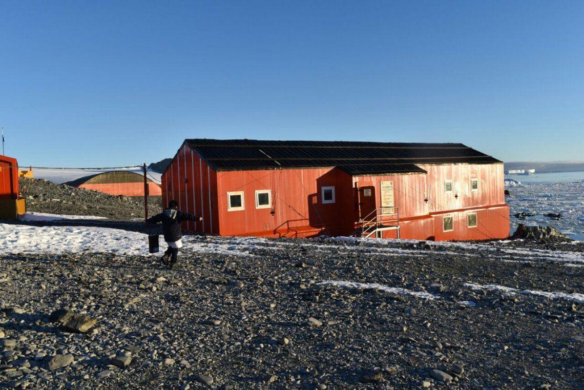 Cómo se prepara para las PASO la única escuela de la Antártida