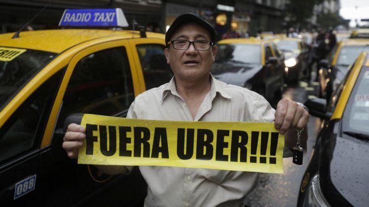 Les cobrarán $75 mil de multa a taxistas que cortaron calles para protestar contra Uber