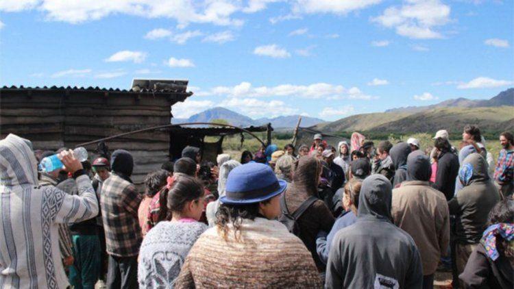 Mapuches denunciaron quema de casas en represalia a toma de juzgado