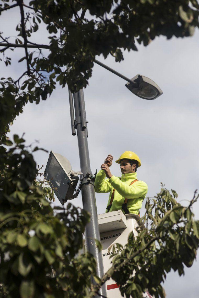 Renovación de luminarias en espacios públicos