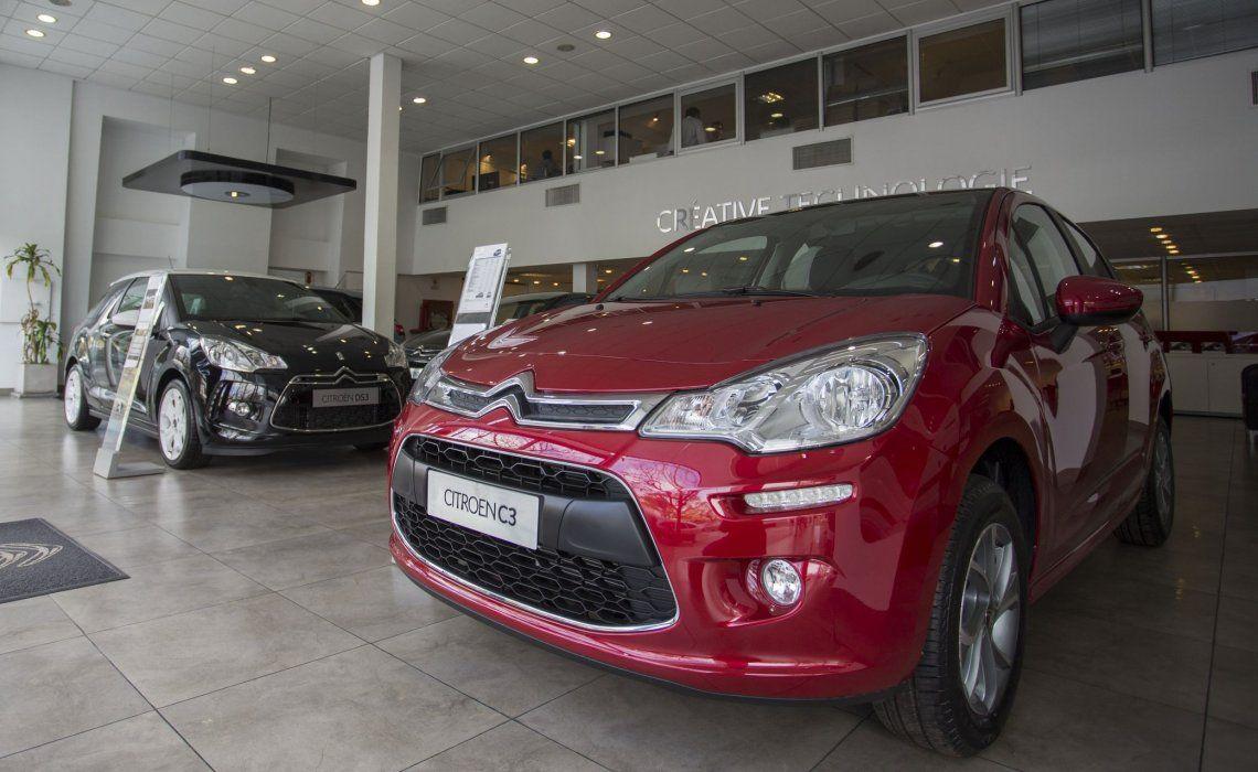 la venta de autos sigue en alza pero hay quejas de los