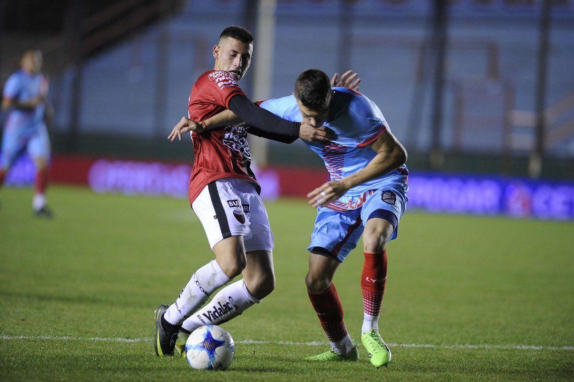Colón pisó fuerte en Sarandí y se llevó los tres puntos ante Arsenal