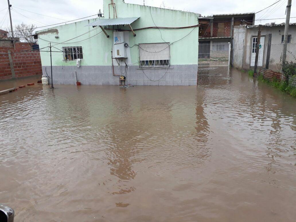 La lluvia reflotó una triste realidad  en Lomas