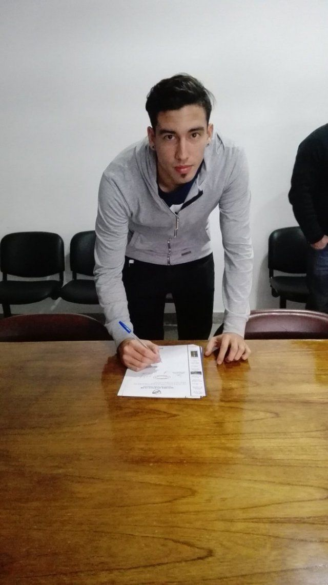 Larrea se metió entre los once del debut en Quilmes