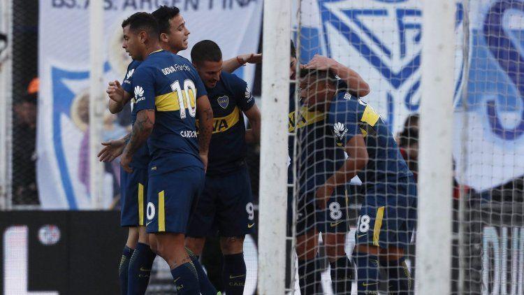 Boca vapuleó a Vélez en Liniers, con un Benedetto intratable