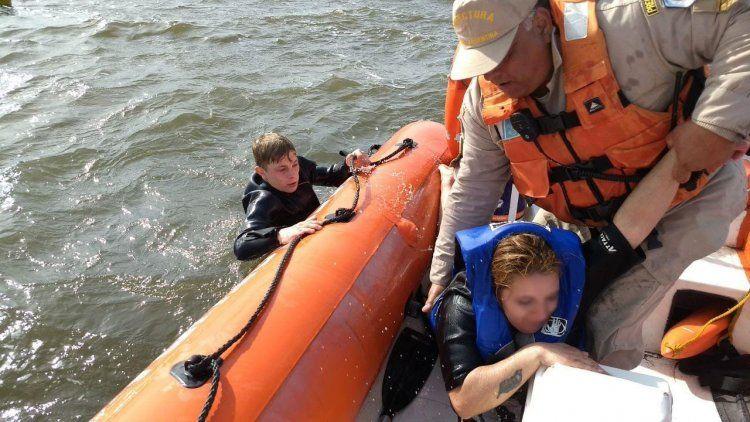 Prefectura rescató a dos personas que iban en kayak